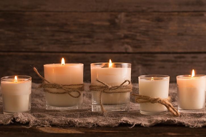 Jak využít skleničky od svíček díky upcyklaci? (Zdroj: Depositphotos)