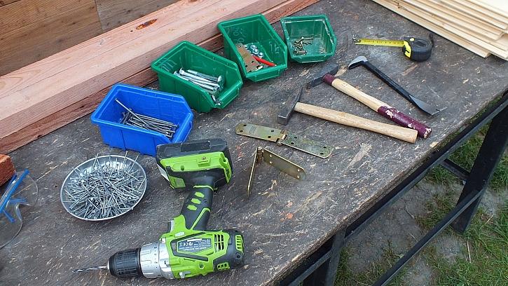 Co na výrobu přístřešku na dřevo budeme potřebovat