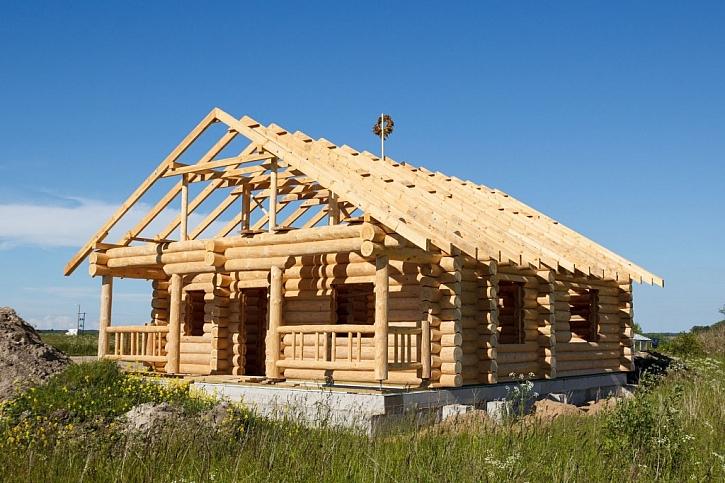 Správný srub by měl být pouze ze dřeva, bez hřebíků a šroubů, sestavený pouze dřevěnými spoji