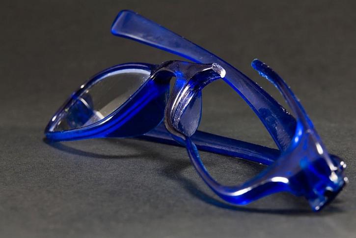 Pro lepení je nutné zjistit, zda je plast vůbec slepitelný