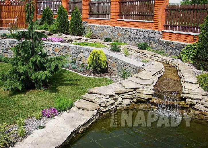 Zahrada s potůčkem
