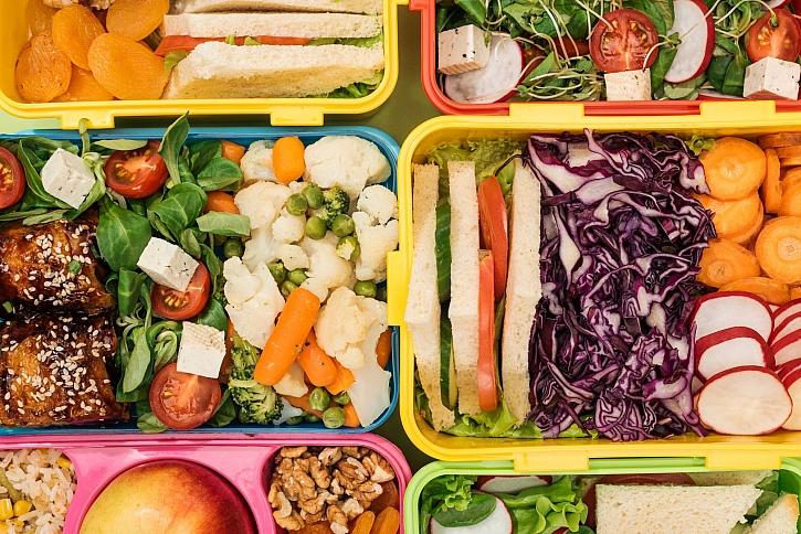 Svačinové krabičky jsou zásobárnou zdravých svačinek pro naše děti (Zdroj: Depositphotos)