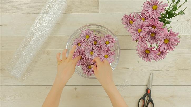 Jak udržet květiny pěkně na hladině: Plovoucí dekorace 1