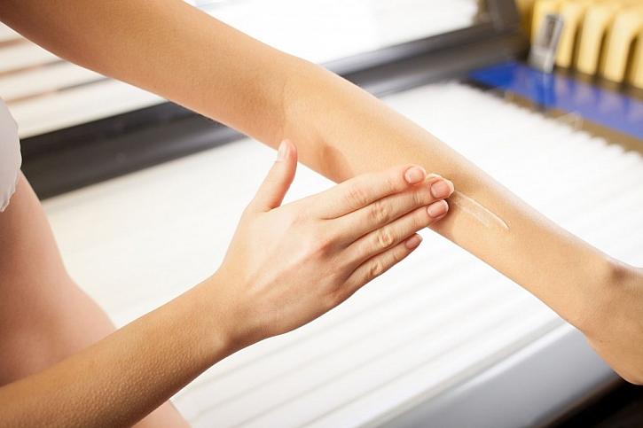 Pokožku je třeba při využívání domácího solária chránit. Nepoužívejte však produkty určené k opalování na slunci, ale speciální určené pro solária
