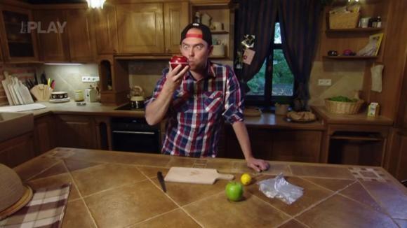 Jak rozkrojit jablko bez jadřince