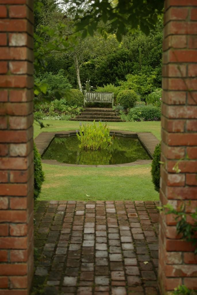 Pohled do klášterní zahrady