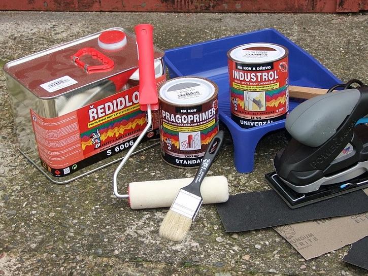 Jak postupovat při natírání kovu