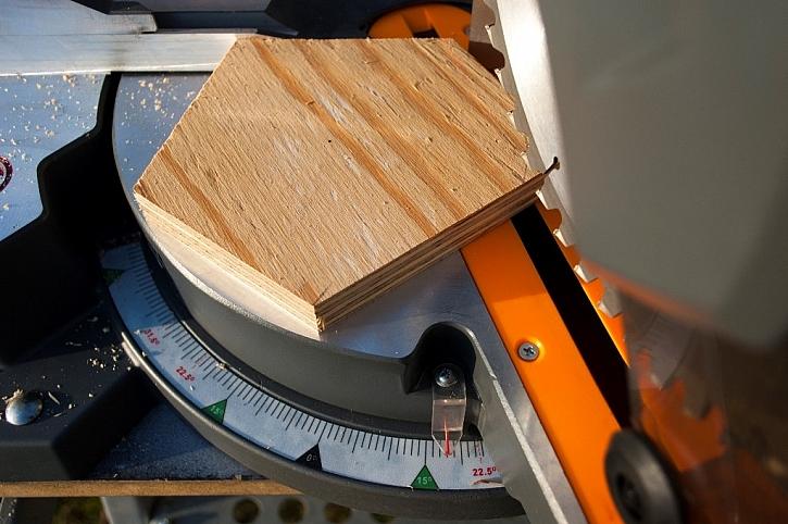 S pokosovou pilou lze řezal libovolné úhly, třeba 72, resp. 18° pro pětihran