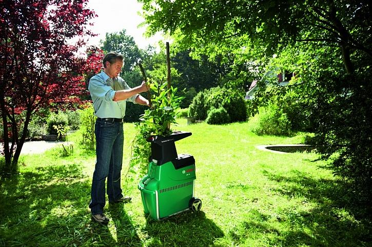 Na zahradní odpad vyzrajeme drtičem