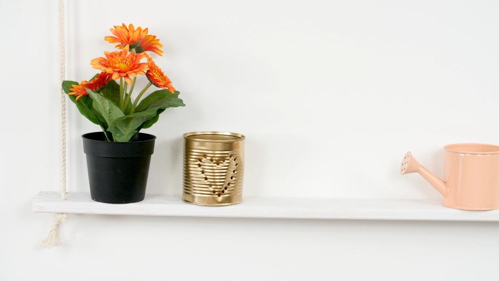 Dřevěná polička z laťky: Jak rychle a snadno vyrobit poličku na zeď