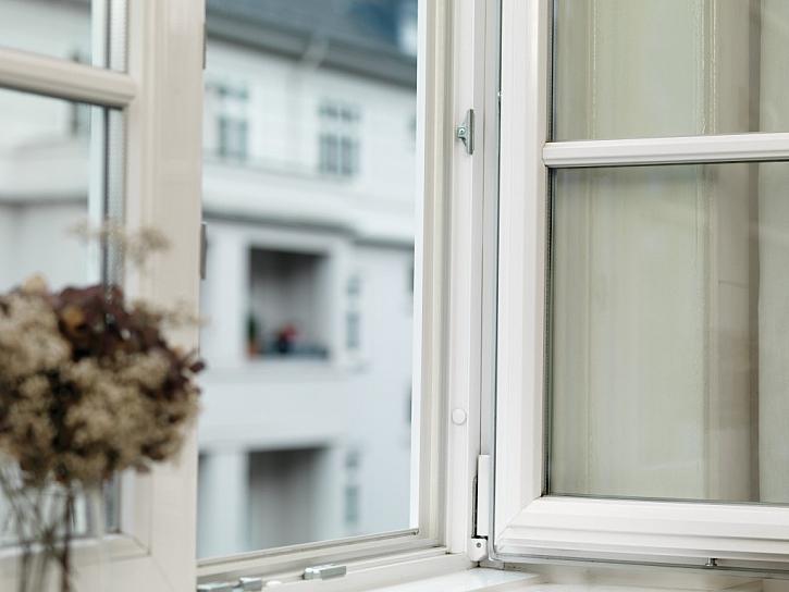 Tesamoll - výměna oken pomocí nůžek