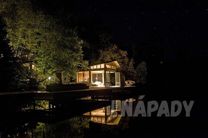 Noční osvětlení domu nebo zahrady výrazně ovlivňuje atmosféru (Zdroj: Depositphotos.com)