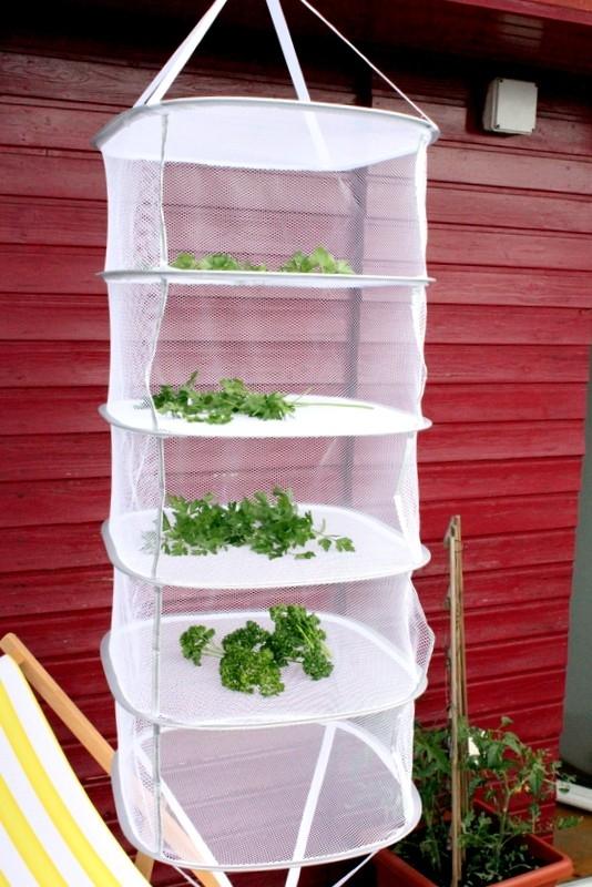 Závěsná sušící síta na houby a bylinky: Praktické pro sušení venku i doma u kamen