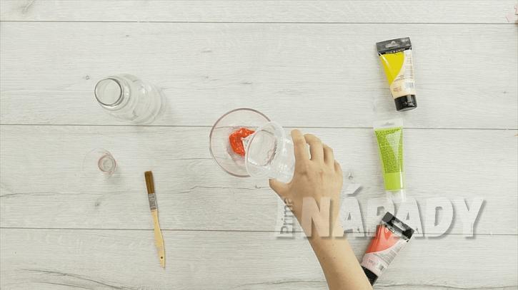 Barevná váza ze skleněné láhve aneb Vyberte si barvu dekorace podle vlastního vkusu 1