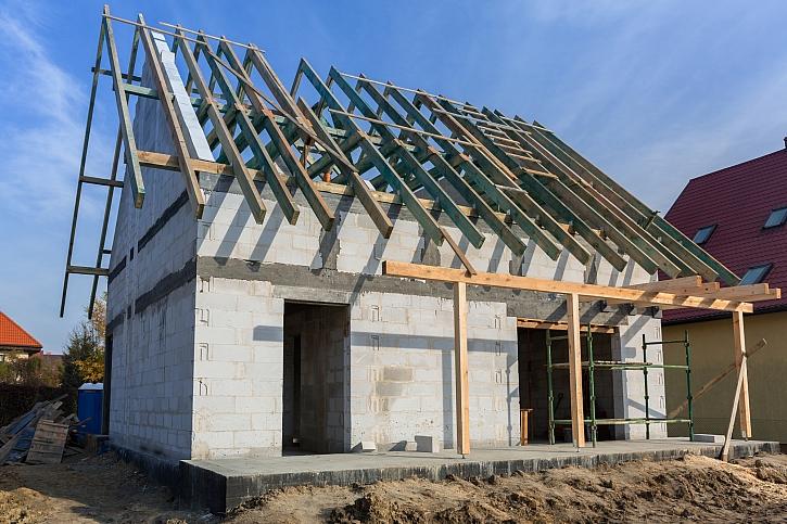 Předání nemovitosti stavební firmě podle předávacího protokolu (Zdroj: Depositphotos)