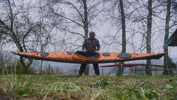 Stanislav se svým mořským kajakem