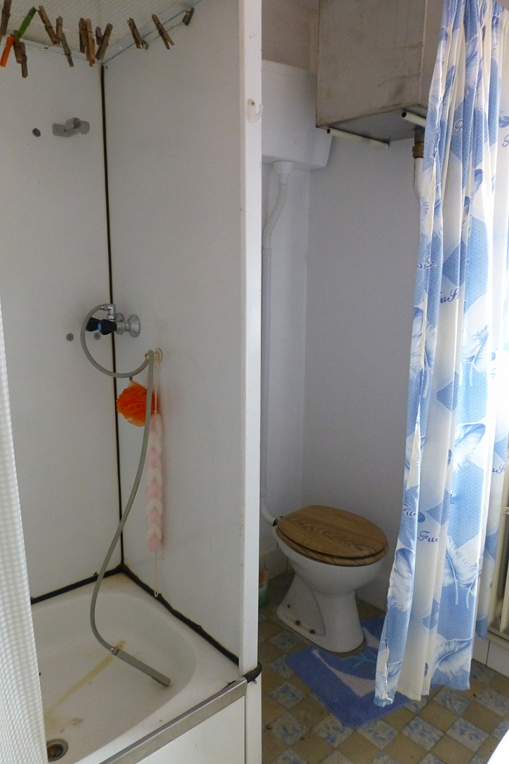Starý sprchový kout