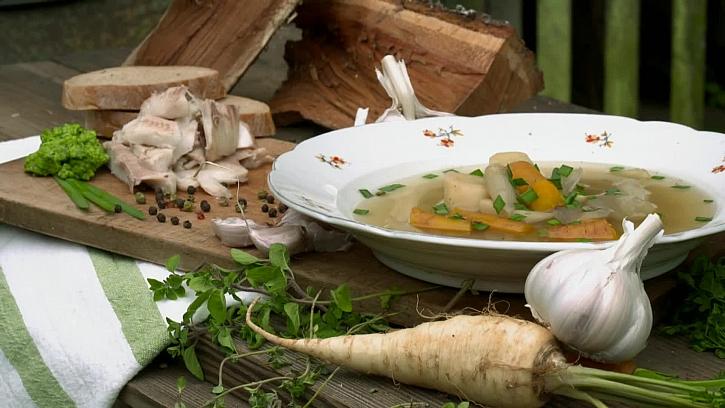 Recept na chutný zeleninový vývar s vařeným pstruhem