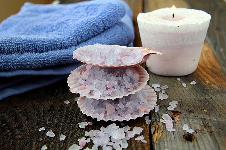 V koupelně si z lastur vytvořte zásobník na koupelovou sůl