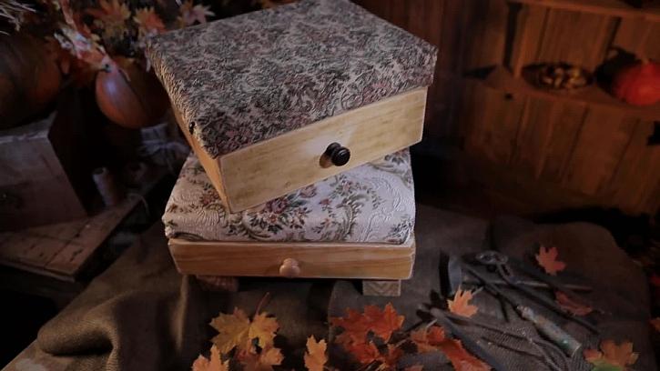 Stylová krabička a stolička ze starých šuplíků pro váš interiér