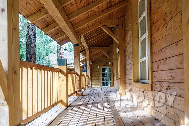 Dřevěná terasa domu