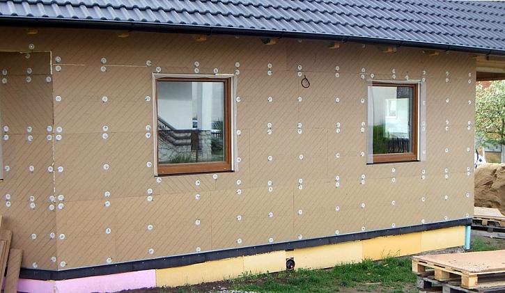 Zateplení obvodového pláště nové dřevostavby systémem UdiSPEED®. V tomto případě šlo o kombinaci s foukanou izolací Climatizer Plus®.