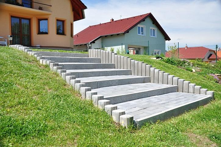 schodiště k domu liastone