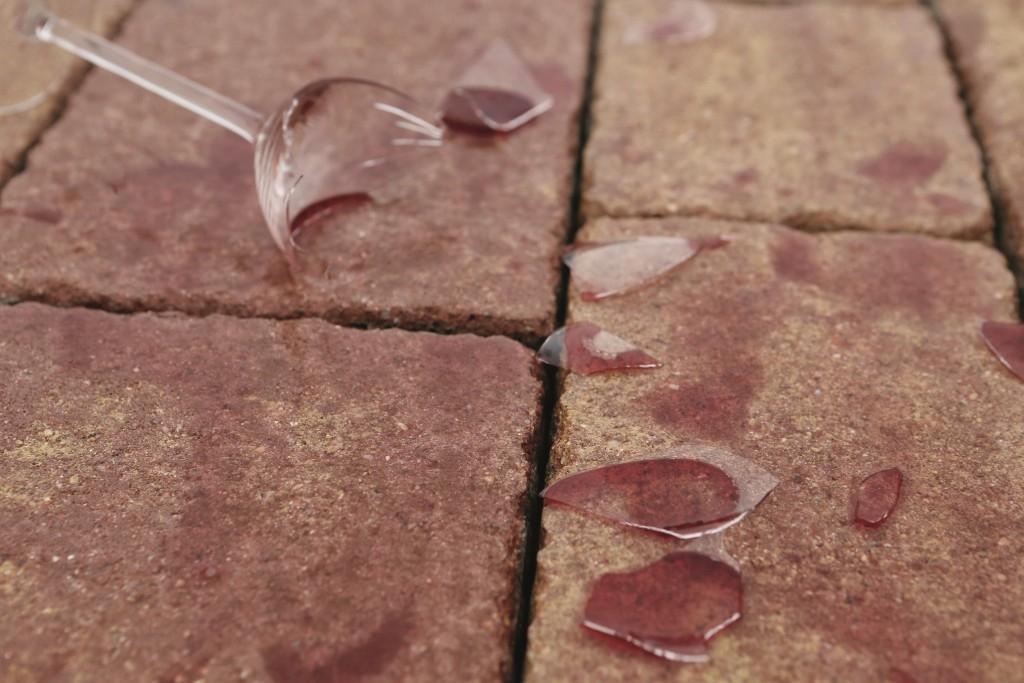 Odstranit skvrny z betonové dlažby už nemusí být problém