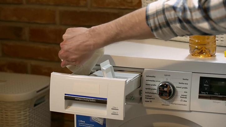 Jak se zbavit nepříjemného zápachu z pračky