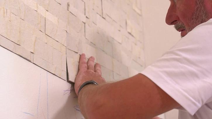 Lepení obkladu na zeď
