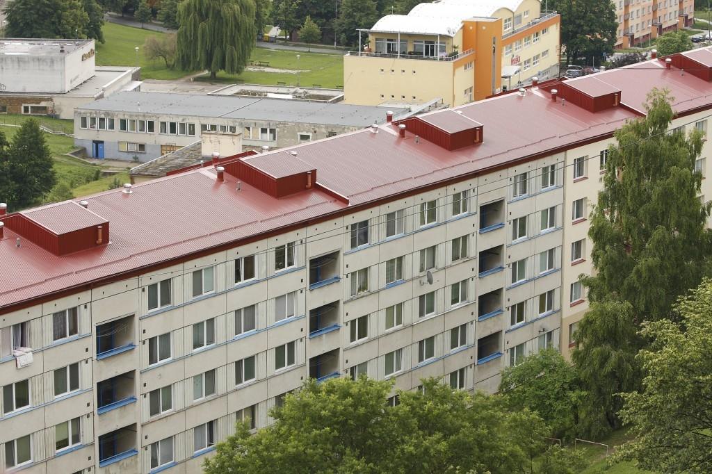 Chystáte se rekonstruovat střechu panelového domu? Atraktivní řešení poskytuje systém od Lindabu