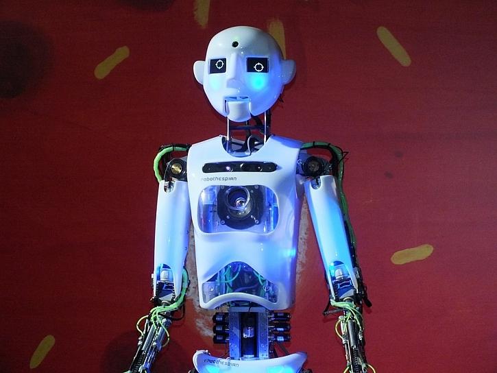 Poslechněte si, co vám poví humanoidní robot Thespian