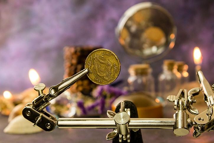 Jak poznat hodnotu starožitné mince? (Zdroj: Hadis Malekie on Unsplash)