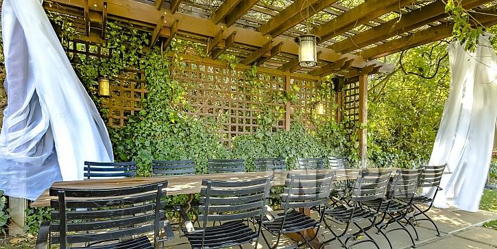 Treláže poskytují příjemný stín i soukromí  (Zdroj: Depositphotos.com)