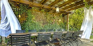 Treláže - dřevěné dekorace, které s pergolou udělají hotové divy