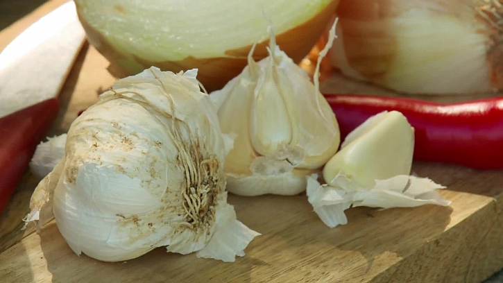 Cibule, česnek a chilli