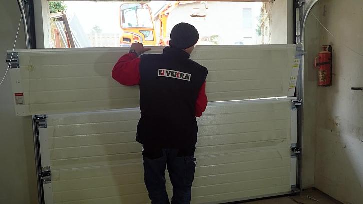Konečně jsme se dostali k montáži nových garážových vrat od VEKRA