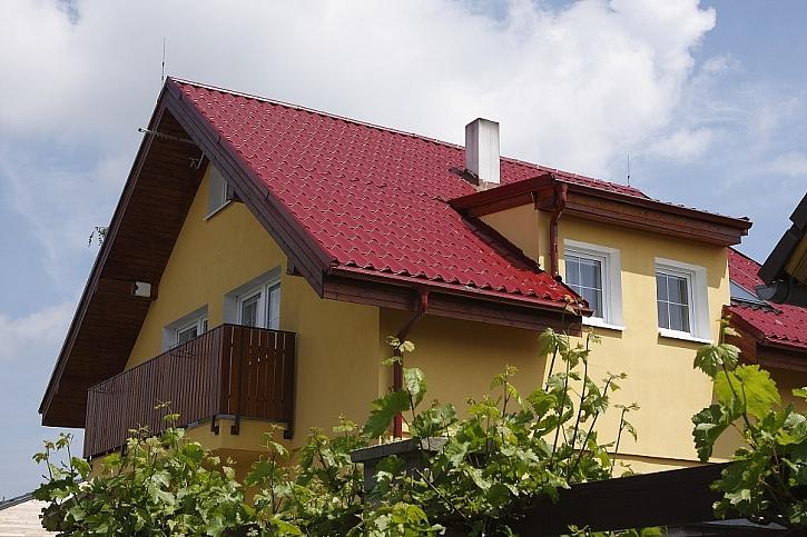 Střechu a okapy vyčistíme i v sezoně