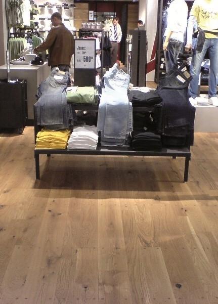 Pokládka podlahy celoplošným lepením
