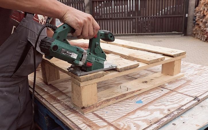 Výroba poličky ze staré dřevěné palety