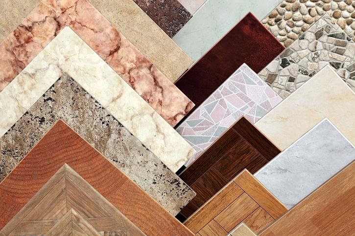 Keramické dlaždice, jsou také vhodné jako podlaha do pergoly, některé vzory věrně imitují dřevo či kámen. Je třeba volit ty mrazuvzdorné, aby v našich podmínkách v zimě nepraskaly