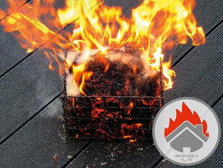 Terasy z dřevoplastového materiálu Twinson při zkoušce odolaly působení požáru
