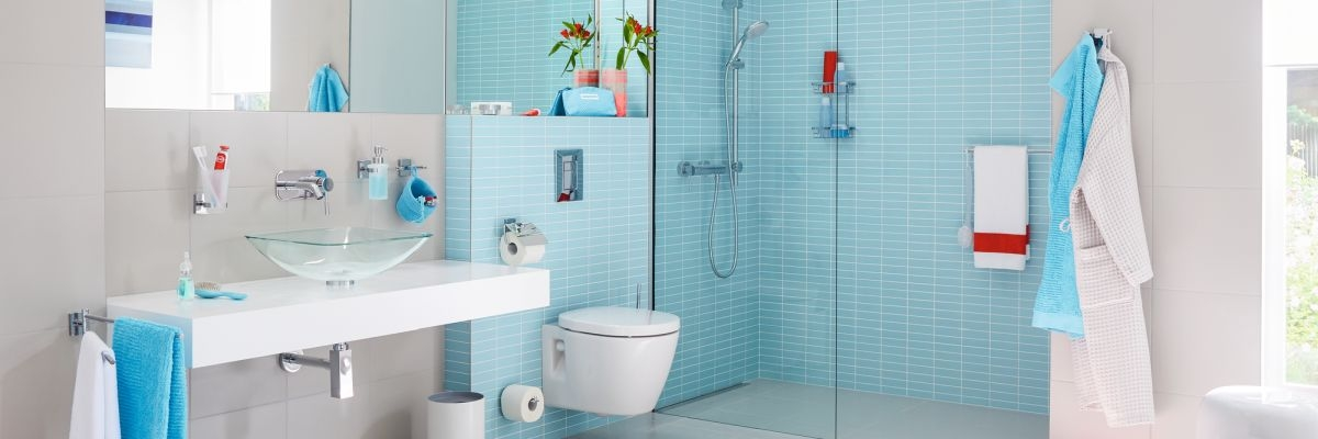 Atraktivní! Koupelnové doplňky bez vrtání.