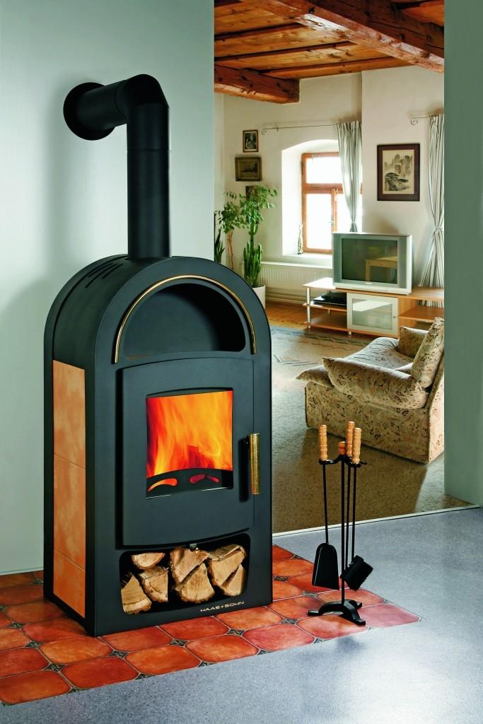 Krbová kamna Tanaga mají kromě teplovodního výměníku i další funkce – např. terciální spalování nebo možnost externího přívodu vzduchu. (HAAS+SOHN)