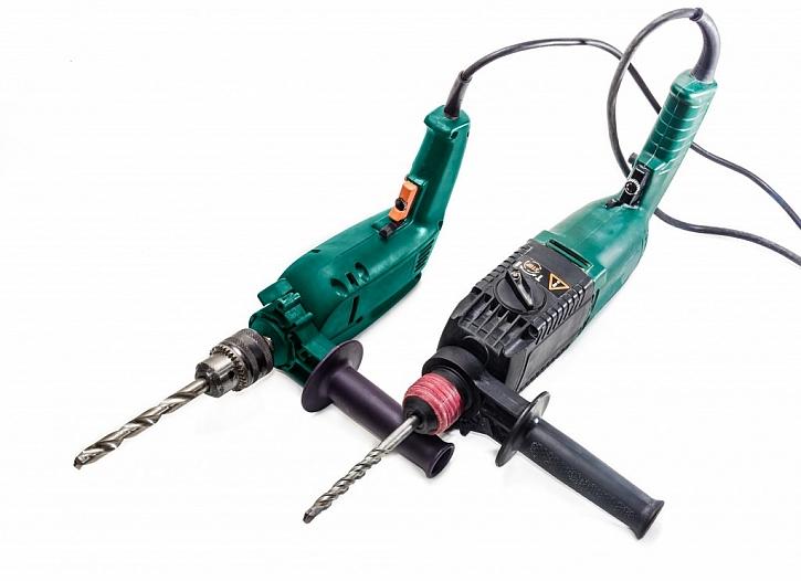 Rozdíl mezi elektrickou vrtačkou a elektrickým kladivem je patrný v detailech