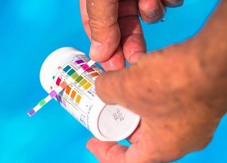 Aby byla voda v bazénu ideální, musí mít správné pH