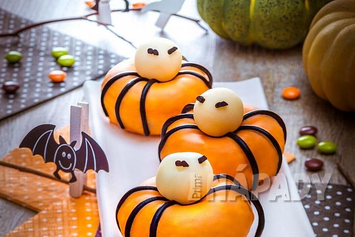 Sladké strašidelné dýně, na kterých si pochutnáte: dýňové donuty
