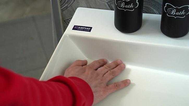 Dostali jsme se konečně k montáži vany a umyvadla v koupelně