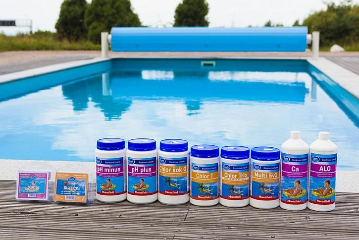 Odborníci doporučují používat na ošetřování bazénové vody osvědčené přípravky jedné řady, které na sebe ideálně navazují