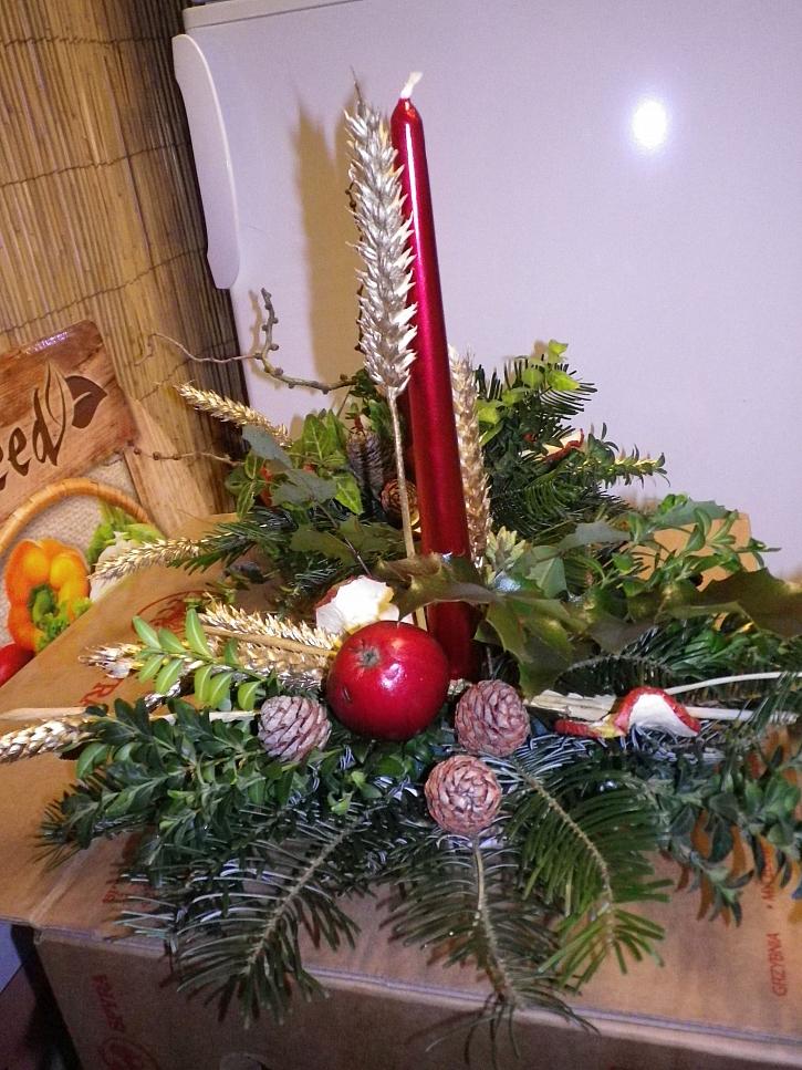 Vánoční vlastnoručně vyrobený svícen je vždy daleko milejší než kupovaný (Zdroj: Ludmila Dušková)